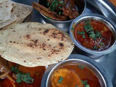 Hotel Divtya Budhlya Wada is family and best non veg ac